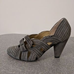 Anthropologie Seychelles Suede Heels w/ Double Bow